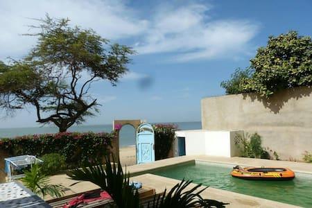 Villa met zwembad aan het strand