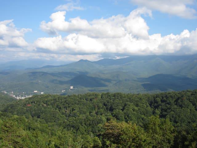 Mountain Condo - Views! 2 Pools, Loft, 2 balconies - Gatlinburg - Társasház