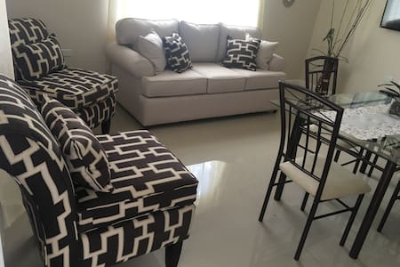 """Villa Salima"" New, modern apmt in uptown Kgn!"