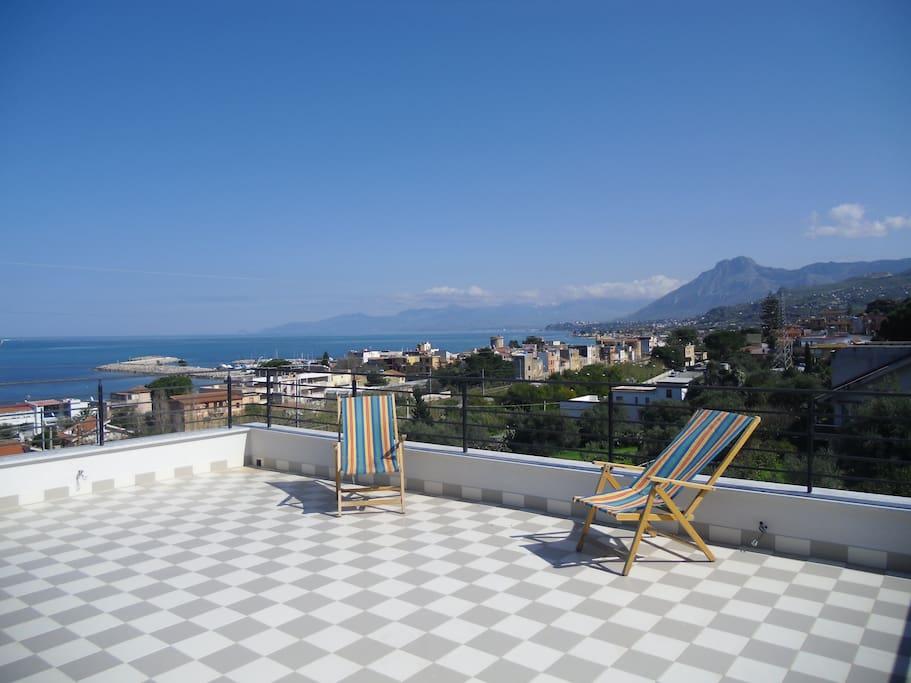 Terrazza panoramica/ Large and panoramic terrace
