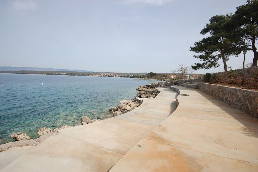 Vantacici beach nearby