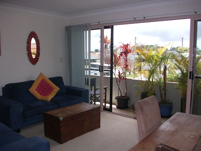 Light, large bedroom, great location - Ballina - Leilighet