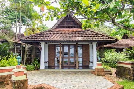 Luxury & Elegant Lake View Villa Double Bed - Alappuzha