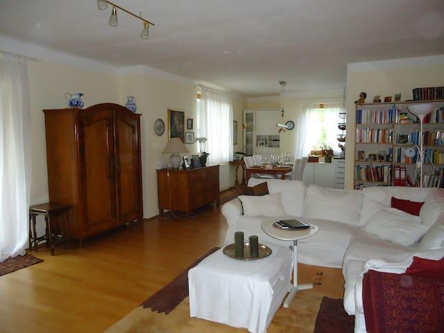 Stilvolle 4-Zimmer-Wohnung, große Loggia, Seeblick - Krumpendorf am Wörthersee - Appartement