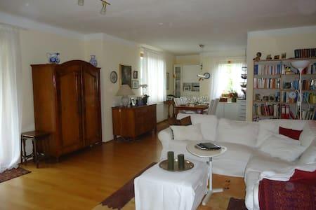 Stilvolle 4-Zimmer-Wohnung, große Loggia, Seeblick - Apartemen