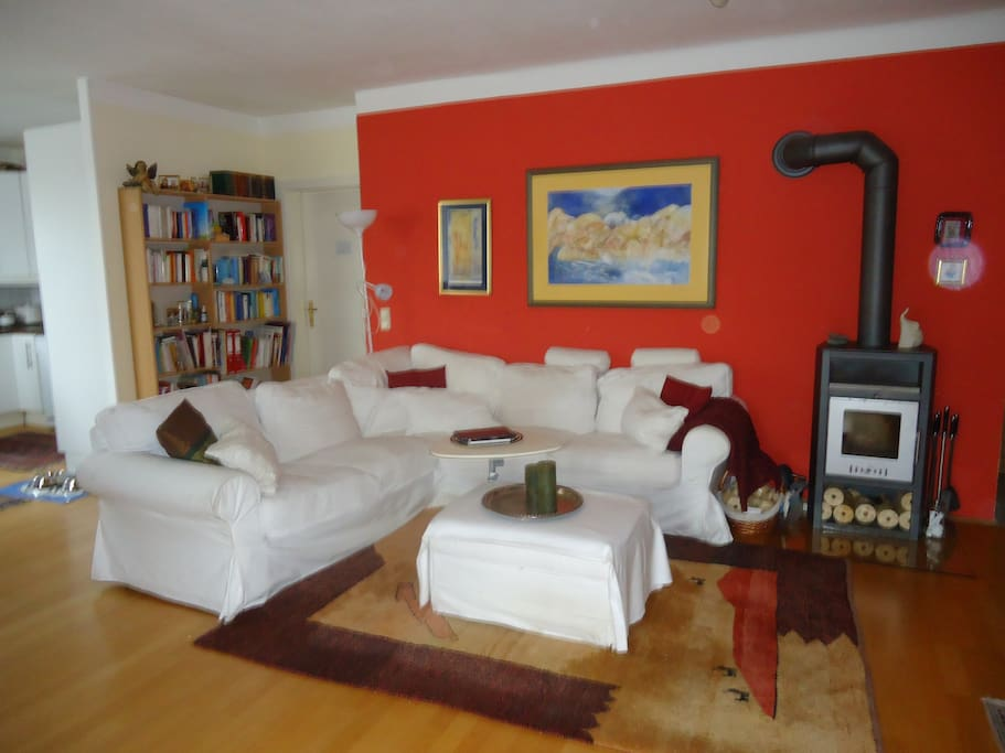 kuscheliges Wohnzimmer mit Kaminofen