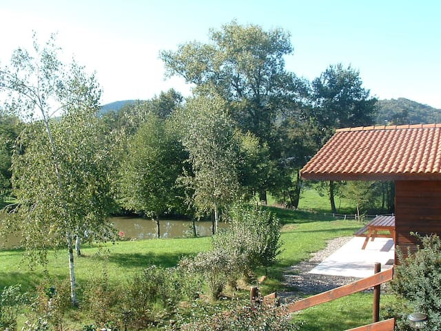 Lodge situated to fishing lake - Sallèdes - Chalupa