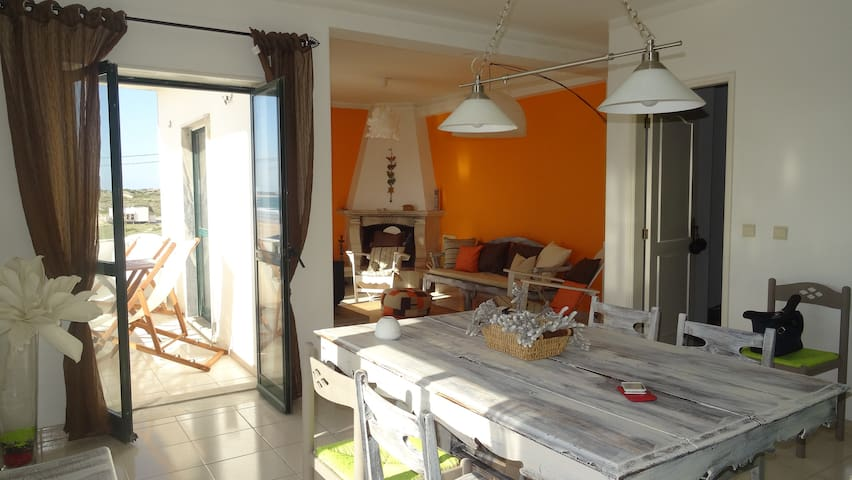 """ The One "" Beach House - Atouguia da Baleia - Apartment"