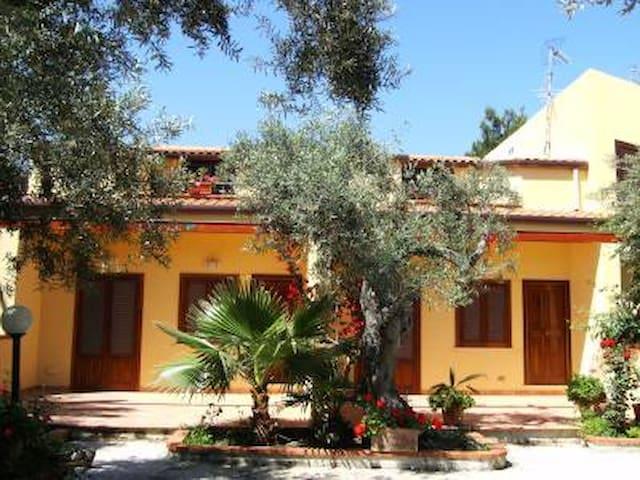 Bilocale 1°piano con giardino e parcheggio - Mazzaforno - Διαμέρισμα