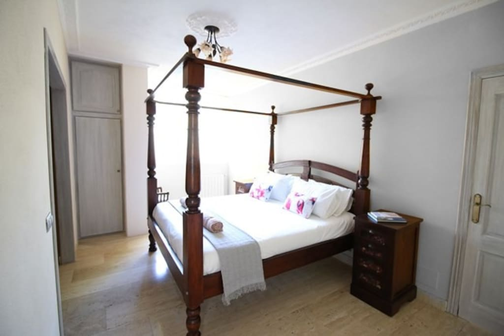 Master bedroom with 4 poster bed and En-suite