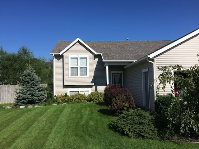 PRIVATE SUITE CLOSE TO GRAND VALLEY & GRAND RAPIDS - Hudsonville - Huis