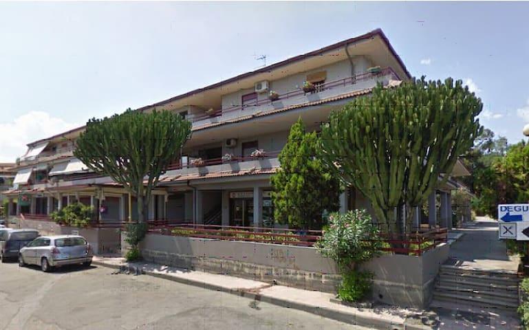 grazioso e accogliente appartamento - Chianchitta-trappitello - Lejlighed