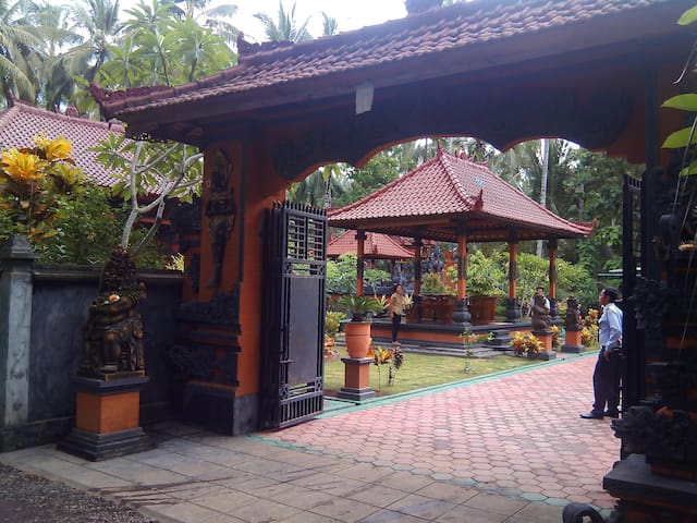 Small but nice!! Homestay - Banyuwangi - House