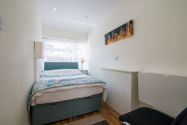 Close to Airport/City En Suite Room - Liverpool - Casa