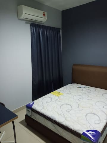 2pax room old klang road at pearl suria residence