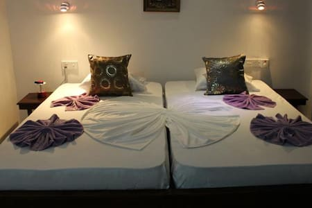 Cozy Room at Beach Road Negombo - Bed & Breakfast