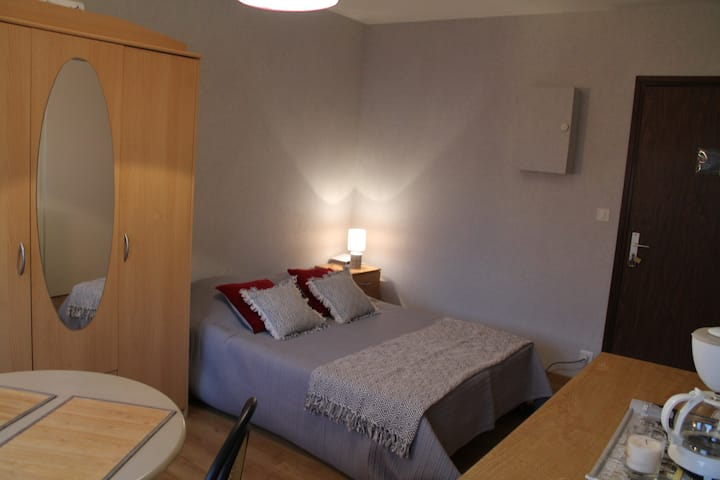 APPARTEMENT CENTRE VILLE 150M DES THERMES ST ROCH