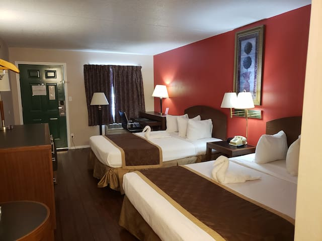 Hotel Room - Branson King Resort and Suites