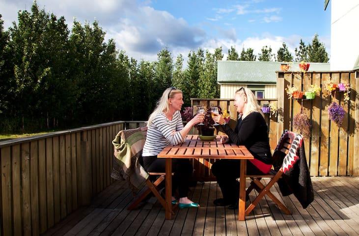 Hjardarbol Guesthouse- Family Room - Hveragerði - ที่พักพร้อมอาหารเช้า