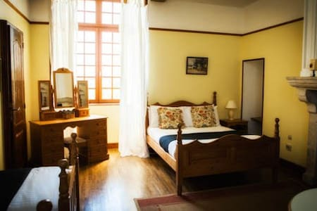 25kms from PUY DU FOU - Pine room - Monsireigne