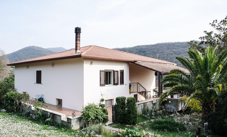 Country Villa in Acuto, Nr. Fiuggi - Acuto - วิลล่า