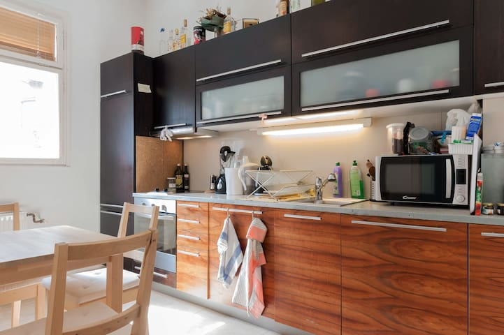 Downtown Deak Square Apartment - Budapest - Apartment