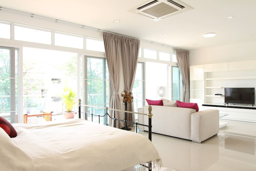 Master bedroom with TV and cable