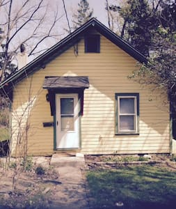 Cozy Cottage near IC and Downtown - Ithaca - Chalet