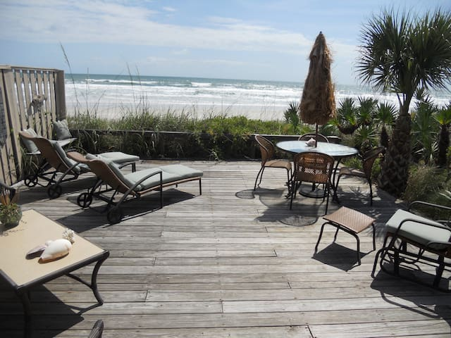 Direct oceanfront town home  - New Smyrna Beach - House