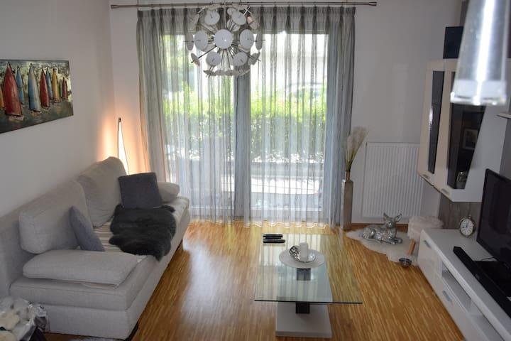 Zimmer in super-moderner Wohnung :)