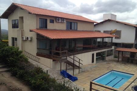 Casa com 4 Suites + Bangalô Anexo - Gravatá