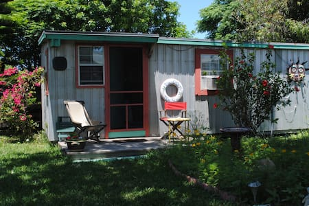 Tin Cottage by the Sea - Port Aransas - Cabanya