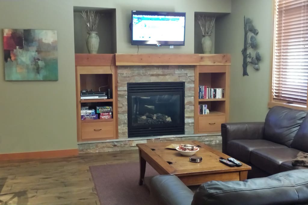 Den has leather sofa and love seat, mountain views and access to patio with large hot tub