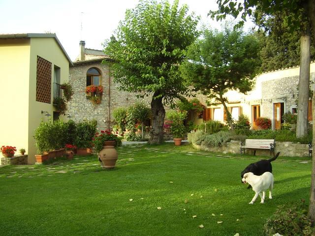 Appartamento2+2con giardino,piscina,8Km da Firenze
