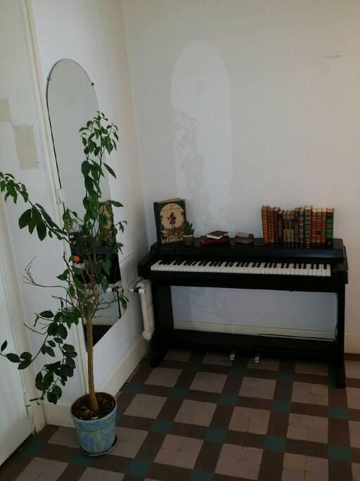 Coin Piano