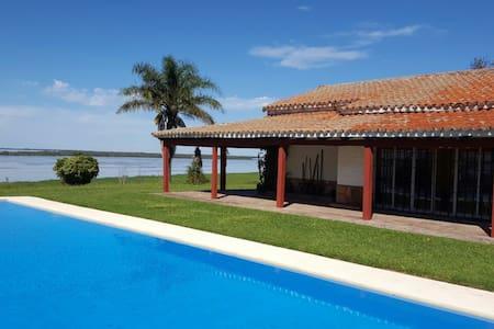Casa con pileta | HOSPEDAJE MIRADOR DEL RÍO