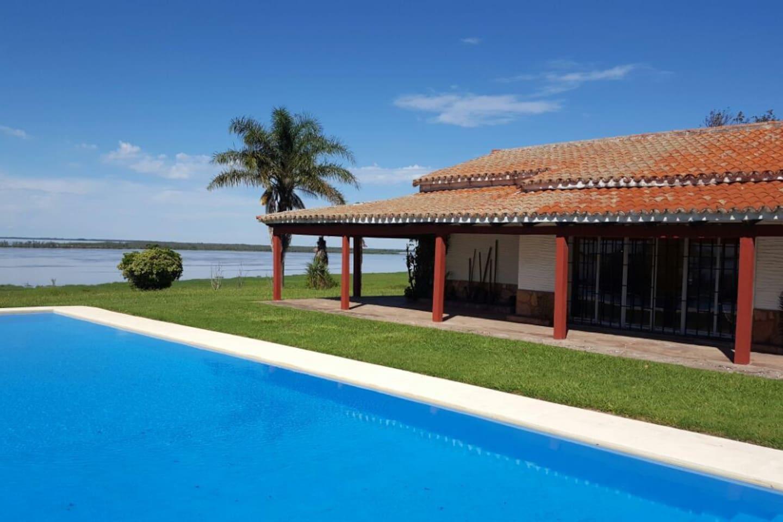 Piscina de 15 mts con la mejor vista al Río Paraná