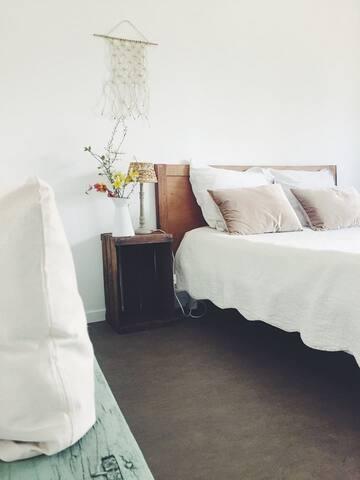 -Chambre avec accès privé près de la Creuse