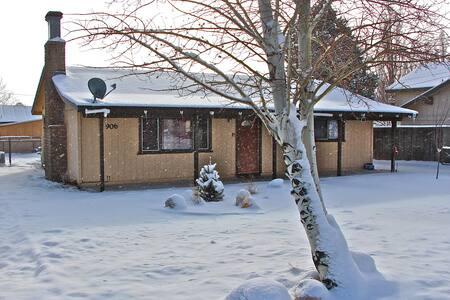 Lazy Bear Retreat February Special $135 - Big Bear City - Cabin