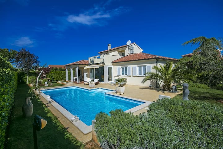 Cosy Villa Rossana with swimming pool