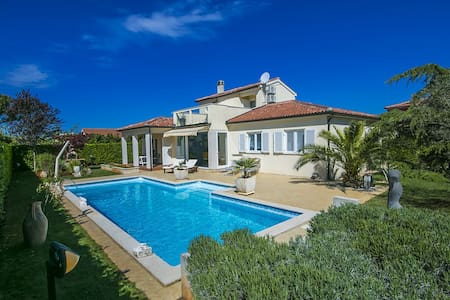 Villa Rossana with swimming pool - Gedići