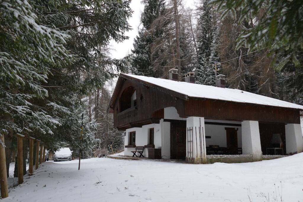 Chalet a pochi metri dalle piste di sci chalet in for Affitto chalet cortina