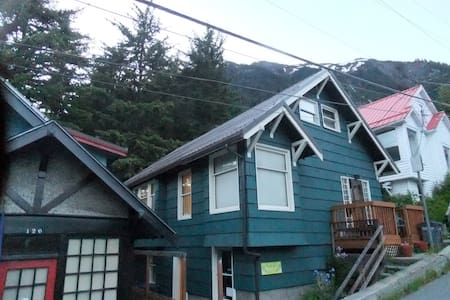 Juneau apartment close to hiking and town