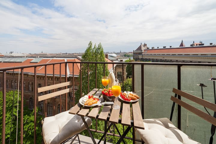 Next to Gellert bath w/Danube view/Balcony/Luxury - Budapest - Apartment
