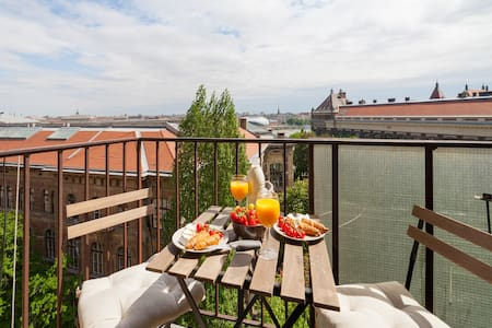 Next to Gellert bath w/Danube view/Balcony/Luxury - Budapeşte