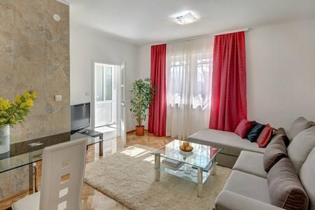 Your perfect summer home with a terrace & gardens - Herceg - Novi - Huoneisto