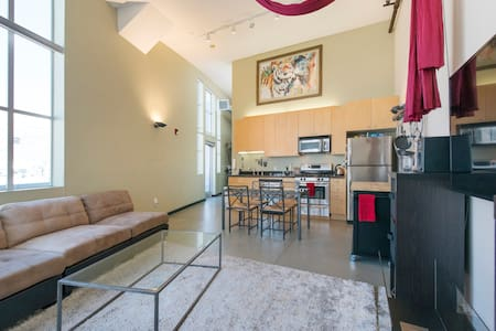 Bright Top Floor Loft Downtown! - San Francisco