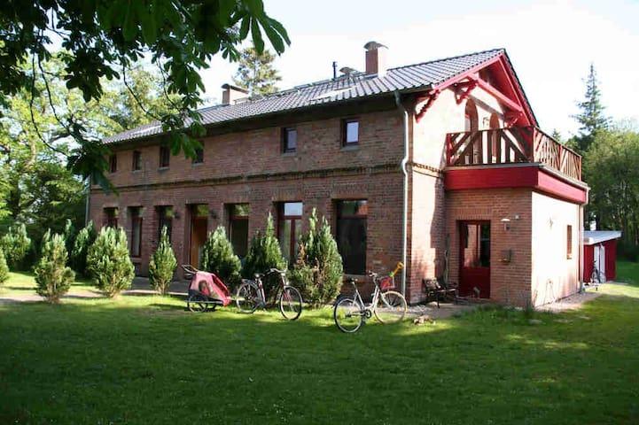 Erholung in der Natur - Urlaub im Alten Forsthaus - Zingst - Daire