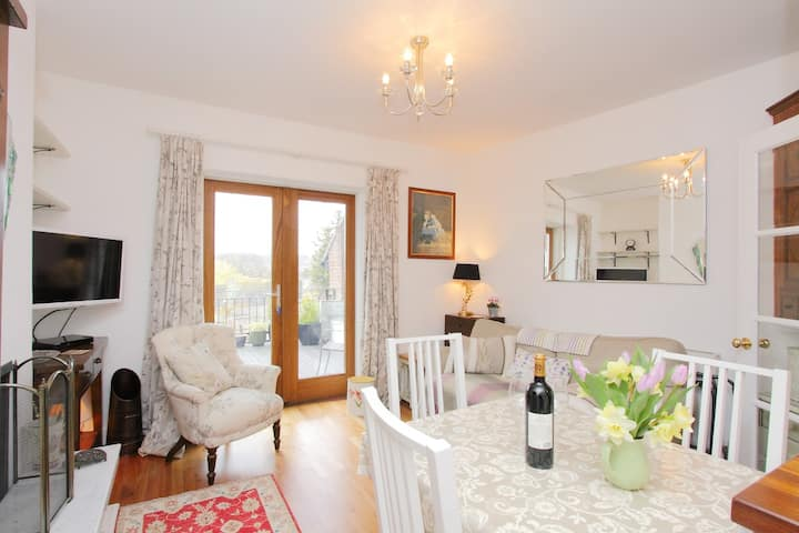 Chesil Street Hideaway, a lovely apartment for 2