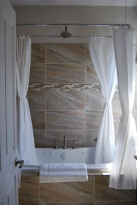 Suite 1 Jacuzzi tub